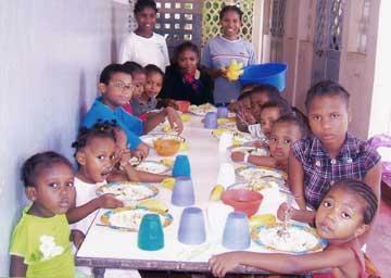 Réfectoire de l'orphelinat Ste Jeanne d'arc à Majunga