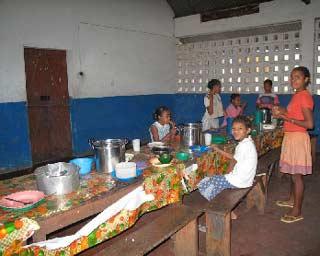 Le réfectoire de l'orphelinat des Filles de Marie à Majunga