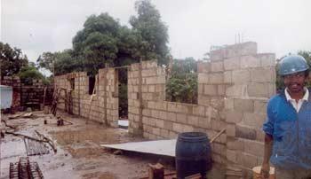 Construction d'un dortoir à l'orphelinat de l'Ile Ste Marie