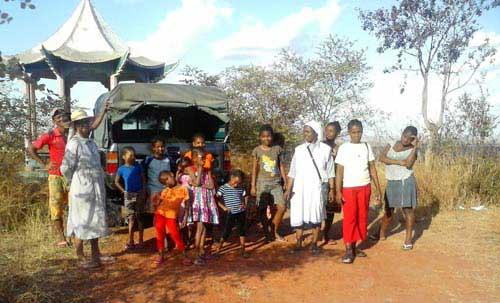 Orphelins de Madagascar en vacances à Morondava