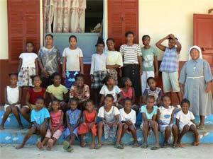 Les enfants de l'orphelinat ST Joseph sur l'Ile Ste marie