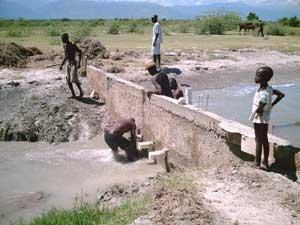 Construction du premier barrage en béton