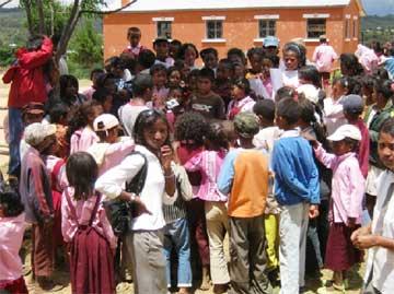 La chorale de la classe de 6ème chante pour Radio Mimosa