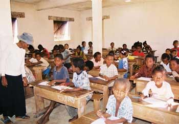 Ecole d'Ambodirafia à Madagascar, classe de madame Claudine