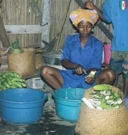 Chris, la cuisinière de l'école d'Ambodirafia à Madagascar
