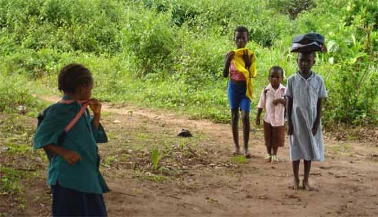Enfants d'Afrique sur le chemin de l'école