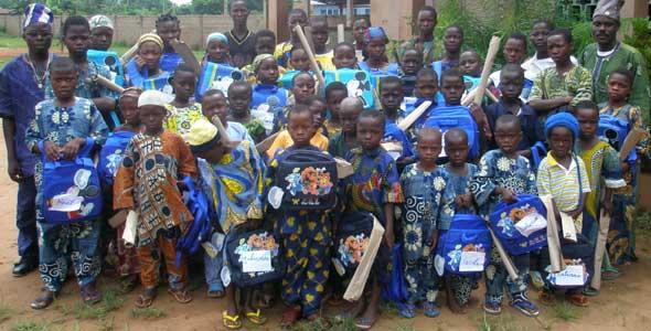 Distribution des fournitures scolaires aux orphelins du sida