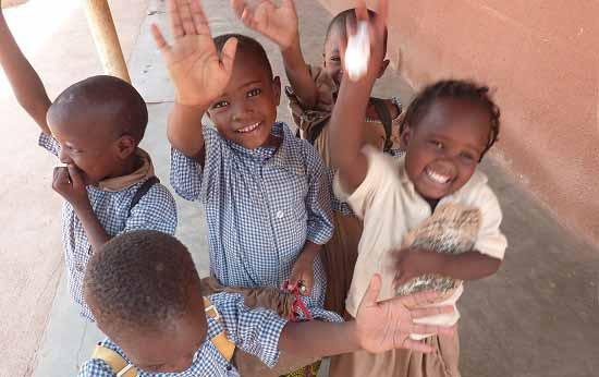 Enfants du Bénin élèves à l'école Ste Marie de Ouénou