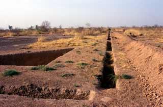 Lutte contre la désertification : Irrigation par la création de tranchées et de mares de retenue d'eau.