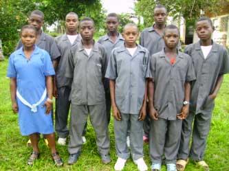 Les élèves Pygmées Bagyeli de l'école scondaire