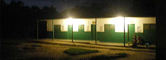 90 ampoules basse consommation éclairent le Foyer Fondaf Bipindi au Cameroun