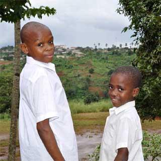 Les deux élèves Pygmées de Yaoundé