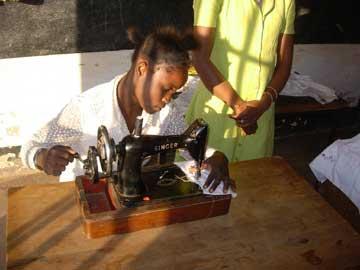 Formation en coupe-couture à l'école de Kamalondo au Congo