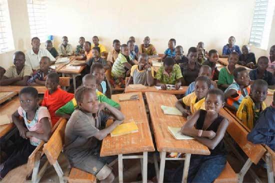Une classe d'école primaire à Guiè au Bukina Faso