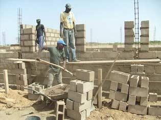 Construction des murs de l'école B de Guiè, Burkina Faso