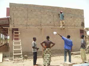 Fin des travaux de maçonnerie dde l'école B de Guiè, Burkina Faso