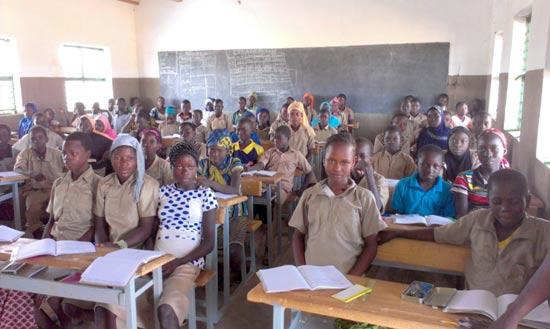Les élèves de la classe de 6ème du collège de Guiè au Burkina Faso