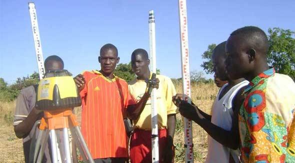 Mesure des niveaux pour le périmètre bocager de Goèma, Burkina Faso