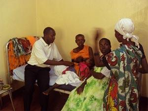 Jeune maman, maternité de Kirundo