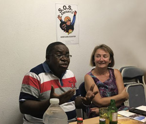 L'abbé Arsène Masumbuko défenseur des enfants-soldats à Goma  en réunion au siège de SOS Enfants