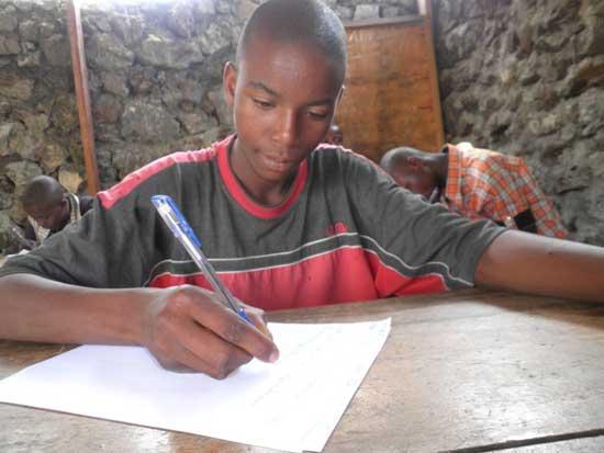 Jury d'examen final de la formation en menuiserie des enfants soldats démobilisés à Goma