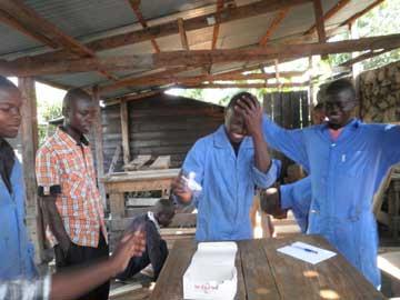 Tirage au sort du sujet pour l'examen final de formation de menuiserie à Goma