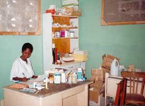 L'infirmière du dispensaire de l'école St Alphonse, bidonville de Cité Soleil, Haïti