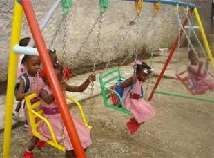 Balançoires de l'école de Cité Soleil en Haïti