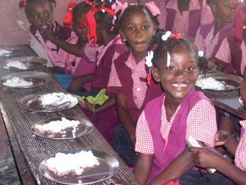 cantine provisoire pour l'école St Alphonse de Cité Soleil en Haïti