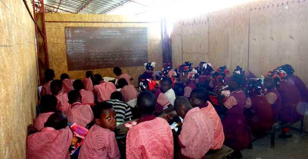 Classes provisoires de l'école de Cité Soleil en Haïti