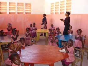 Classe de Préscolaire à l'école de Cité Soleil en Haïti