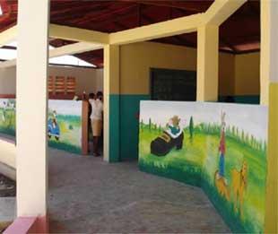 Frise décorative du Préscolaire à l'école de Cité Soleil en Haïti