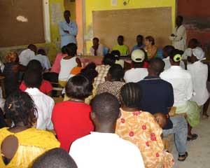 Réunion de parents avec la Déléguée Générale de SOS Enfants à l'école St Alphonse de Fourgy en Haïti