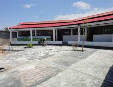 Fin des travaux de construction du bâtiment préscolaire, école St Alphonse, Cité Soleil en Haïti