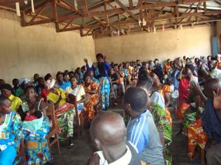 Réunion des responsables d'écoles de la région de Kirumba pour la convention d'installation de la bibliothèque Vutegha au Nord Kivu, RD Congo