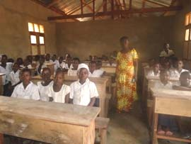Le tableau noir a été installé dans une classe de l'école Kabweke au Nord Kivu en RD Congo