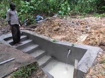 Ouvrage de maçonnerie sur le lieu de puisage pour aménagement d'une borne-fontaine à Kabweke au Nord Kivu en RD Congo