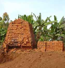 Cuisson des briques au Congo