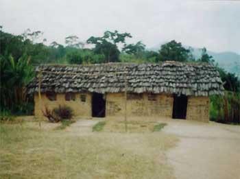 L'école primaire de Kirungu au Nord Kivu avant réhabilitation