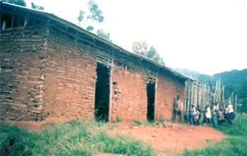 L'école primaire de Mavingu au Nord Kivu avant réhabilitation
