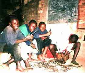 enfants des rues au Rwanda : une salle de classe un peu particulière...
