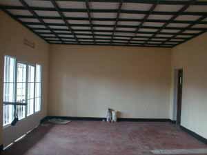 Finitions intérieures, plafonds et pavement