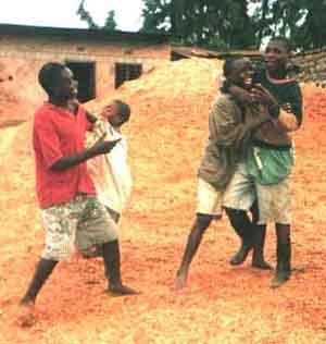 enfants des rues au Rwanda : combats mimés ou dispute réelle ?