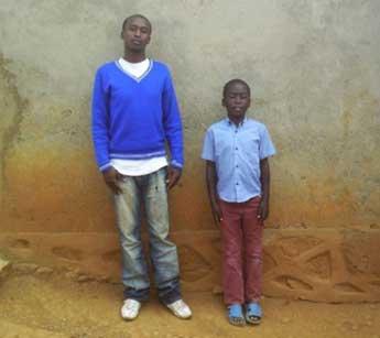 Deux frères orphelins du sida au Rwanda