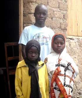 Frère et soeurs enfants des rues au Rwanda