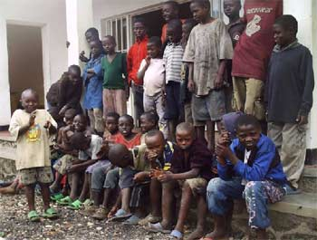 Les enfants des rues sont accueillis tous les jours au Point d'Ecoute