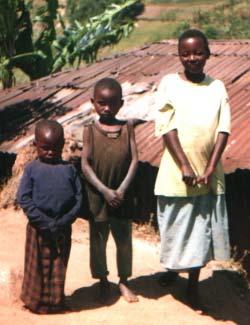 Fratrie de jeunes orphelins du Sida au Rwanda
