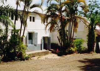 Vue de l'entrée de l'orphelinat Saint Joseph en 2003