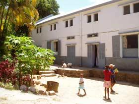 Murs et fenêtre de l'orphelinat Saint Joseph de l'Ile Ste Marie en 2003