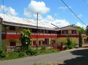 La cour repeinte de l'orphelinat Saint Joseph en 2004